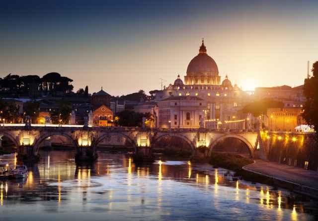 """Η συναρπαστική προφητεία των Πάπων, οι κεραυνοί στον Άγιο Πέτρο, οι μετεωρίτες και τα """"σημάδια από τον Ουρανό""""."""
