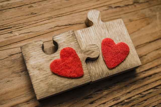 Ερωτευμένα ζώδια: Τι σου λένε και τι πραγματικά εννοούν!