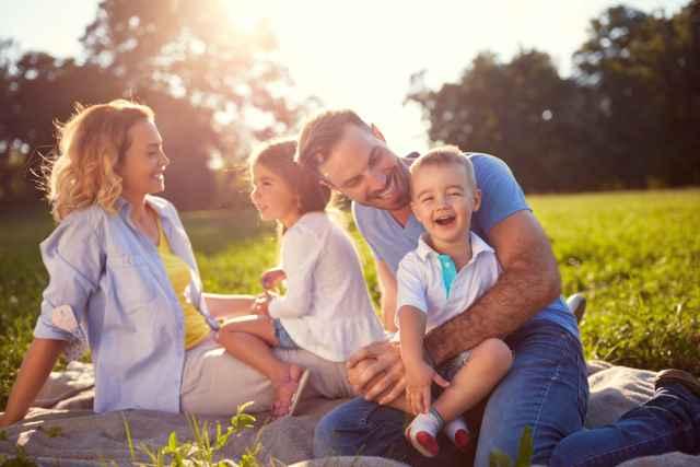 Ο Ήλιος και η Σελήνη στον γενέθλιο χάρτη: Οι γονείς, τα πρότυπα και τα προβλήματα στην εξέλιξη και την ερωτική-συντροφική ζωή μας.