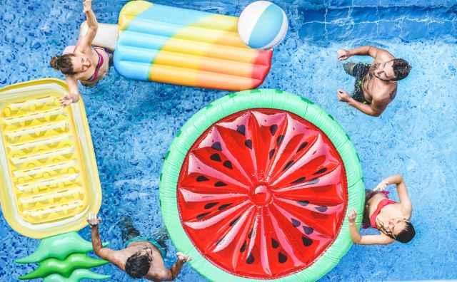 Φιλοξενείτε φίλους το καλοκαίρι; Με ποια ζώδια θα περάσετε καλά;