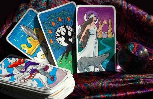 Κάρτα Ταρώ του Σαββάτου: Ο ΤΡΟΧΟΣ ΤΗΣ ΤΥΧΗΣ και τι σημαίνει αυτό για εσάς!