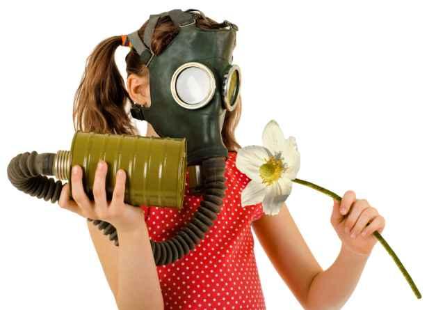 Στο λίκνο της Δημοκρατίας, τα περιστέρια φορούν αντιασφυξιογόνες μάσκες!  Από τον Nick Cave, για την Ελλάδα.