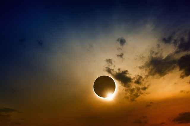 Πανσέληνος κι Έκλειψη Σελήνης στον Λέοντα στις 11 Φεβρουαρίου 2017.