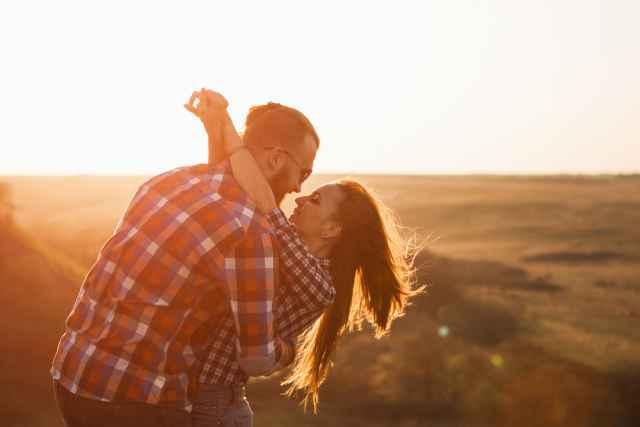 Σε ποιον οίκο του ωροσκοπίου σου βρίσκεται ο Ήλιος του συντρόφου σου και πως επηρεάζει τη σχέση σας.