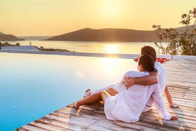Η νέα τάξη πραγμάτων στις σχέσεις! Οι γυναίκες θέλουν το χρόνο τους. Οι άντρες... σχέση!