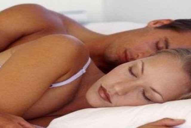 Συγκατοίκηση: Πώς επηρεάζει τη σχέση και το σεξ