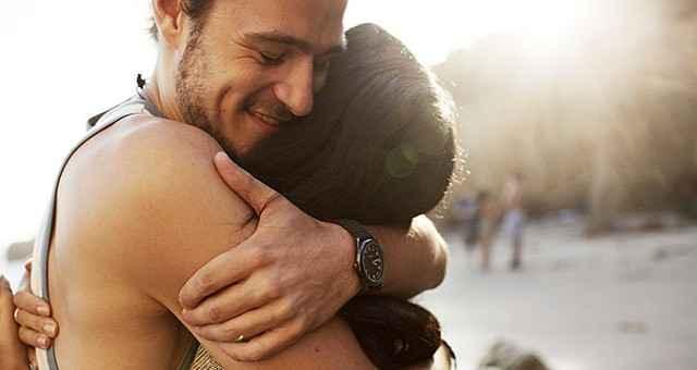 Tα οφέλη της αγκαλιάς στην υγεία και στην ψυχολογία