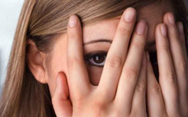 Tι είναι ο φόβος της ντροπής και πώς επηρεάζει τις αποφάσεις σου