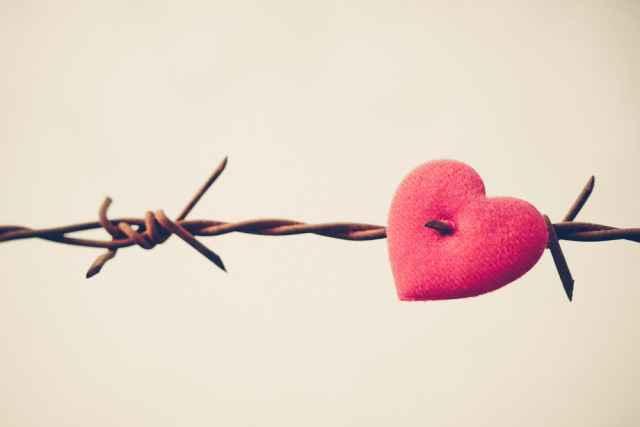 """Ερωτεύεσαι συνέχεια τον """"λάθος"""" άνθρωπο; Μάθε τι φταίει με σύμβουλο το ζώδιό σου και ξεπέρασε τις παγίδες!"""
