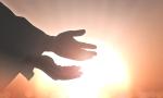 Τα άστρα την Δευτέρα, με τον Ερμή σε τρίγωνο με ανάδρομο Πλούτωνα: Να επιδιώκεις την κίνηση και την εξέλιξη, ακόμα κι όταν αυτό μοιάζει αδύνατο!